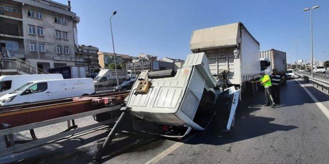 Beylikdüzü'deki TIR kazası trafiği kilitledi