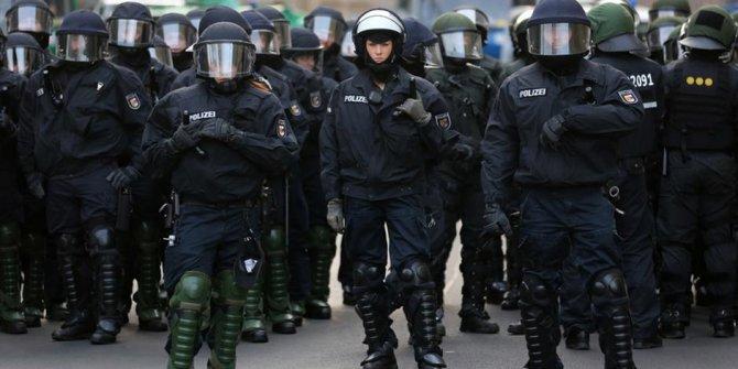 Irkçı paylaşımlarda bulunan 29 polis açığa alındı