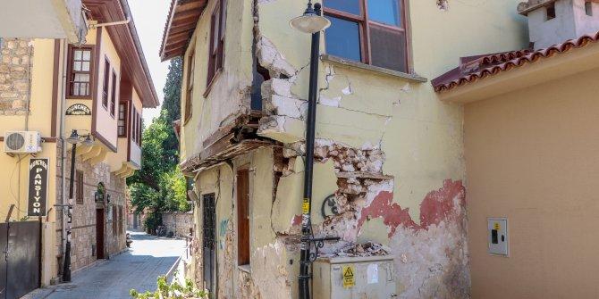 Bu binayı ne deprem ne de heyelan bu hale getirdi