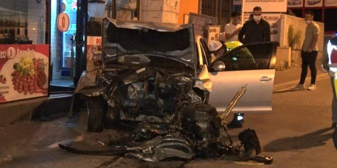 İstanbul'da kaza! Otomobilin motoru fırladı! Dökülen yağ ikinci kazaya neden oldu