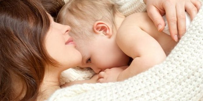 Korona virüs hastası anne bebeğini emzirebilir mi? Profesör Zerrin Orbak açıkladı