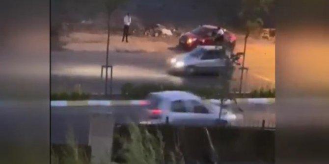 Sancaktepe'de gün ortasında gasp! Anahtarını zorla aldıkları arabayı çaldılar