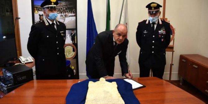 1997'de kaçırılmıştı! İtalyan polisi Türk Büyükelçiliğine bizzat teslim etti... 1800 yıllık: Yurda dönüyor