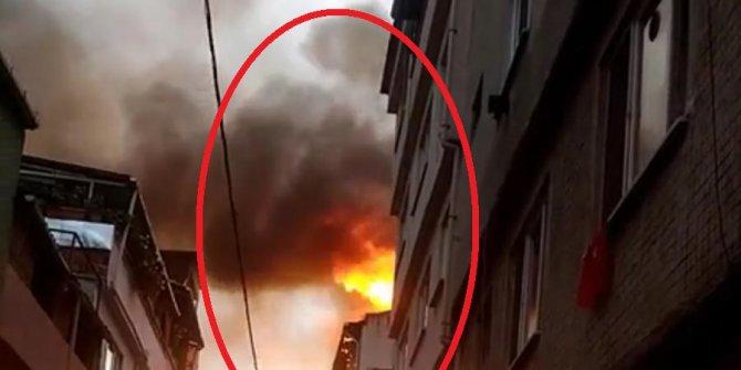 Yangında ev cayır cayır yandı, mahalleli sosyal mesafeyi unuttu