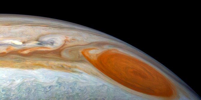 Hubble Uzay Teleskobu, Jüpiter'deki dev fırtınayı görüntüledi