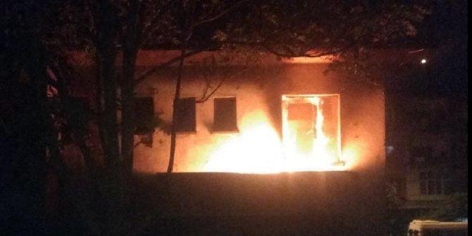 Kayseri'de madde bağımlılarının yaktığı ev, mahalleyi ayağa kaldırdı