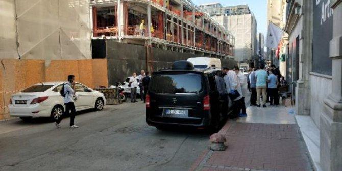 ABD karşıtı Amerikalı gazeteci İstanbul'da ölü bulundu. Babası nükleer fizikçiydi