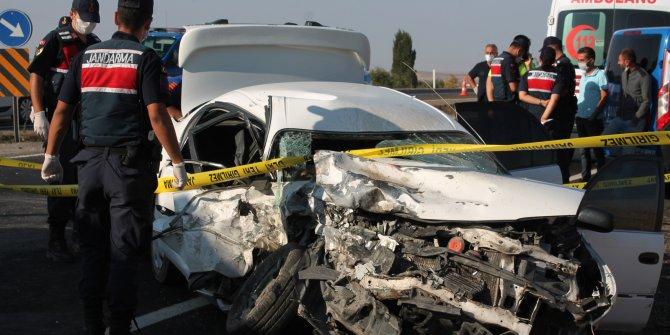 Aksaray'da otomobil ile minibüs çarpıştı: 1 ölü, 6 yaralı