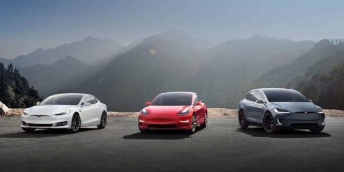 Musk'tan bataryaları geliştirilmiş elektrikli araba