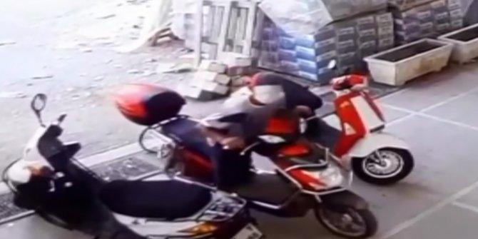 Cerahhi maskeyle yüzünü kapattı, motosiklet çaldı