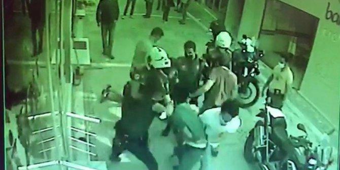 Maske denetiminde ortalık karıştı: Kimlik isteyen polise saldırdılar
