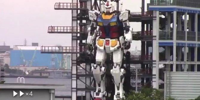 Japonlar dev robotu böyle yürüttü. 18 metre uzunluğunda 25 ton ağırlığında