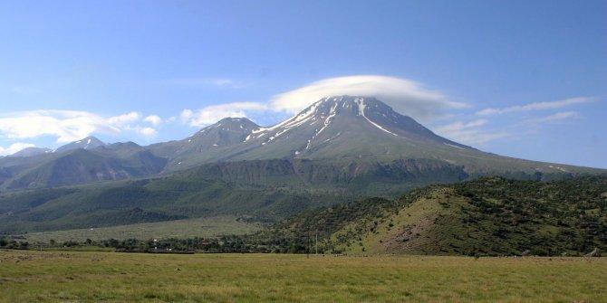 Bilim adamları Hasan Dağı'na koştu! Gaz çıkarmaya başladı... İnsanlar yaklaşmaktan korkuyor