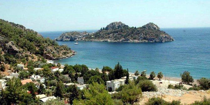 Ali Ağaoğlu şatosu olan adasını satıyor! Parayı duyunca şok olacaksınız! Adanın yeni sahibi olacak kişi adayı helikopterle gezdi