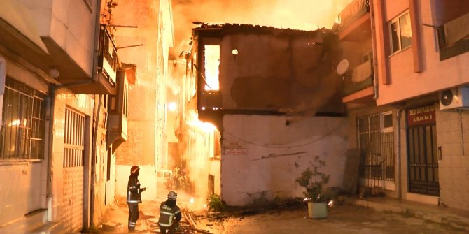 Bursa'da korku dolu anlar! Metruk binada çıkan yangın diğer binalara sıçradı