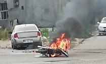 Ceza yememek için motosikletini yaktı
