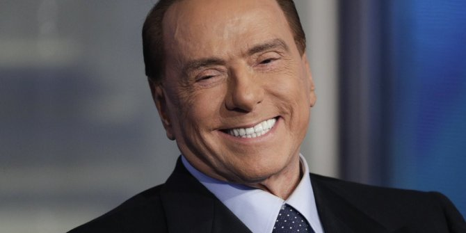 Berlusconi'nin testi bir kez daha pozitif çıktı