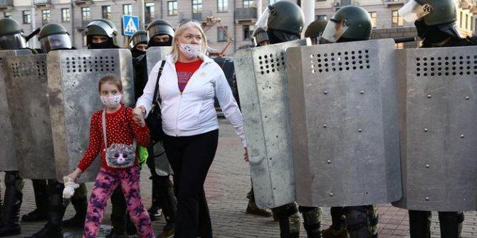 Belarus'ta kadınlardan Lukaşenko'ya: Utan!