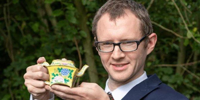 Tavan arasında bulunan çaydanlık 3 milyon 800 bin liraya satıldı