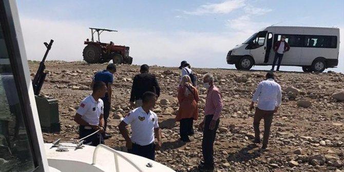 Keban Baraj Gölü'nde mahsur kalan aileyi jandarma kurtardı