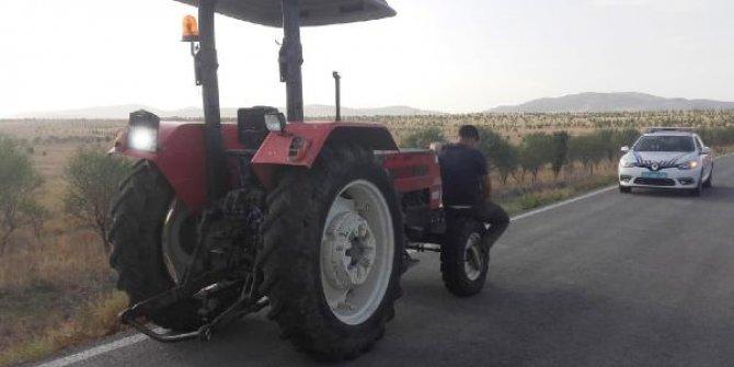 Karantinayı ihlal edip, traktörle seyahat ederken yakalandı