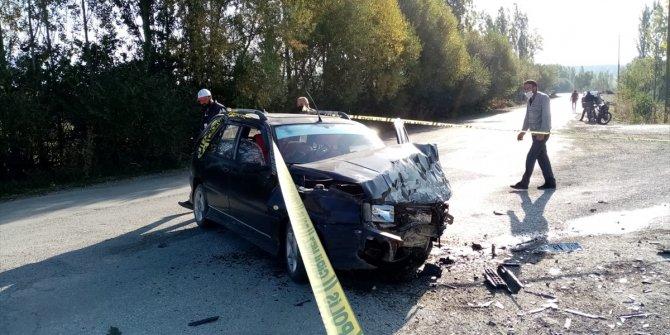 Gümüşhane'de iki otomobil çarpıştı: 8 yaralı!
