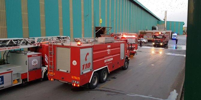 Galvaniz fabrikasında çıkan yangında işçiler tahliye edildi