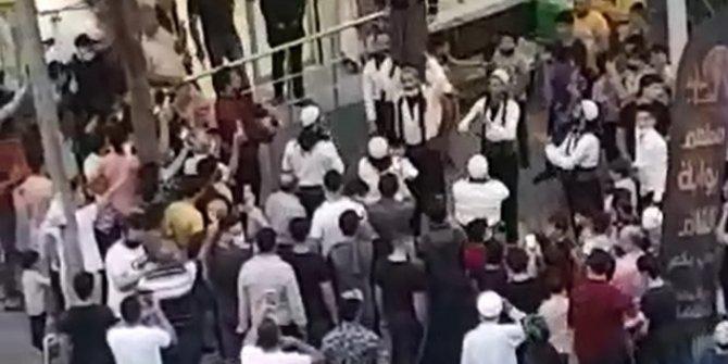 Sultangazi'de bedava döner dağıtılacağını duyan koştu maske ve mesafe unutuldu. Polisi bile dinlemediler