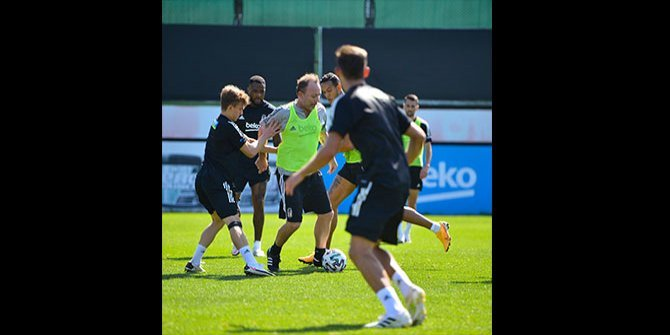 Sergen Yalçın Beşiktaş antrenmanında sahaya indi