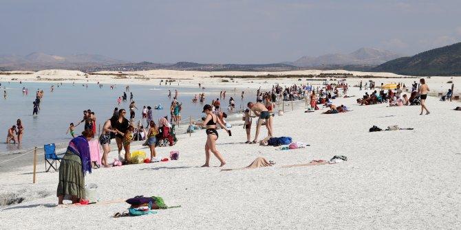 Yaz bitti Salda Gölü'ne girilmesi yasak. Geçti Bor'un pazarı sür eşeği Niğde'ye misali