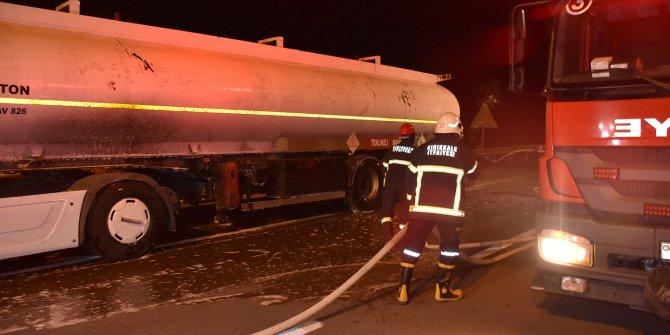 Lastikte başlayan yangın tüm tankeri sardı