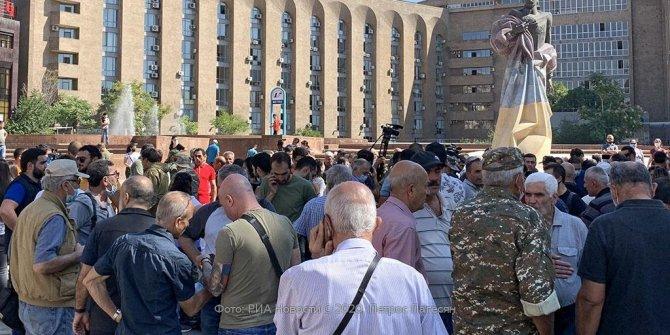 Sinan Oğan açıkladı, Ermenistan'da kaçış başladı. 15-55 yaş arası erkeklerin yurt dışına çıkışı yasaklandı