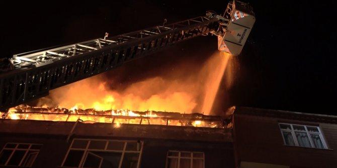 Sultangazi'de çatı katı alev alev yandı