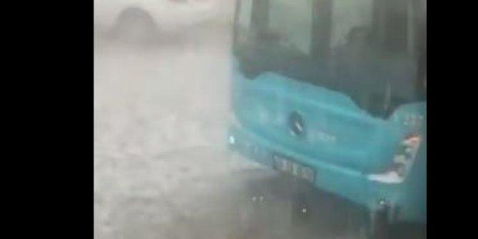 İstanbul'da dolu yağışı hayatı felç etti. İnanılmaz görüntüler gelmeye devam ediyor