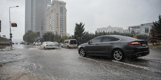 İstanbul Valiliği kuvvetli yağışın biteceği saati açıkladı