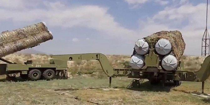 Azerbaycan: Karabağ'a giden S-300'leri imha edeceğiz