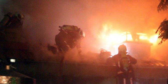Ankara'da cami avlusundaki yangın panik yarattı