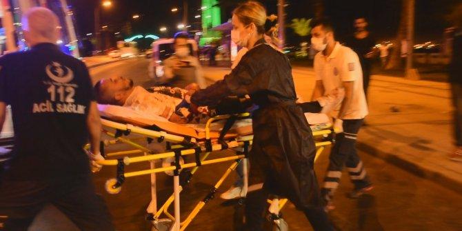 Sahilde tuvalet ihtiyacını gideren kişiye tepki gösterince bıçaklandılar