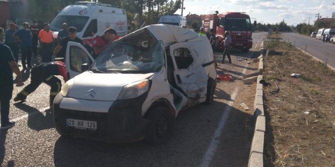 Denizli'de feci kaza trafiği kilitledi