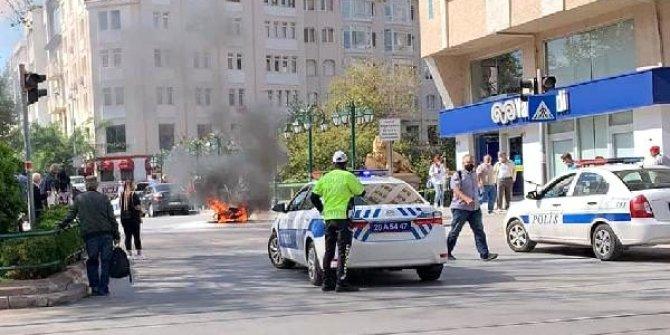 Ceza yediği için kızdı yolun ortasında motosikletini ateşe verdi