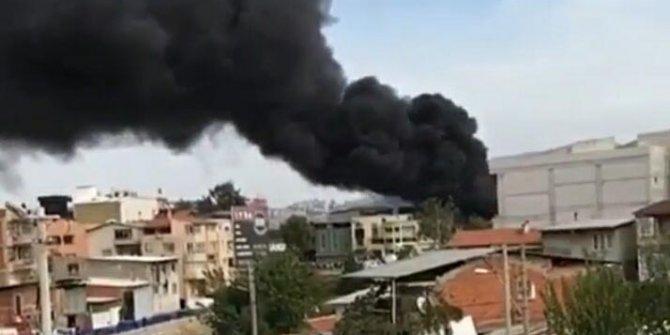 İzmir'de korkutan yangın, dumanlar bir anda etrafı sardı