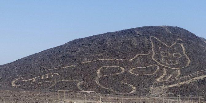 2 bin yıl önce bir insan dağa böyle bir figürü niye çizer ki? Daha yeni keşfedildi. Tam 37 metre uzunluğunda