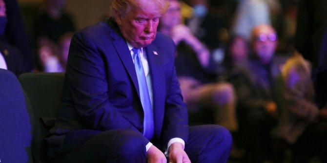 Trump parayı sayarak bağış yaptı