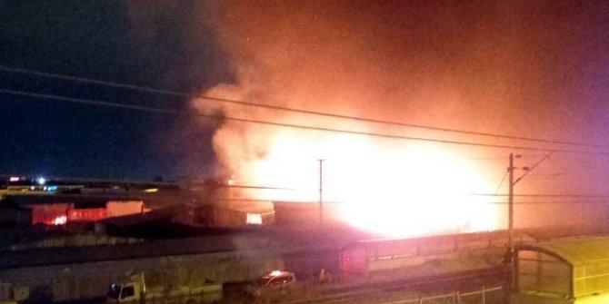 Sincan Organize Sanayi Bölgesi'nde sıcak saatler. Konteynere atılan ateş palet fabrikasını yaktı