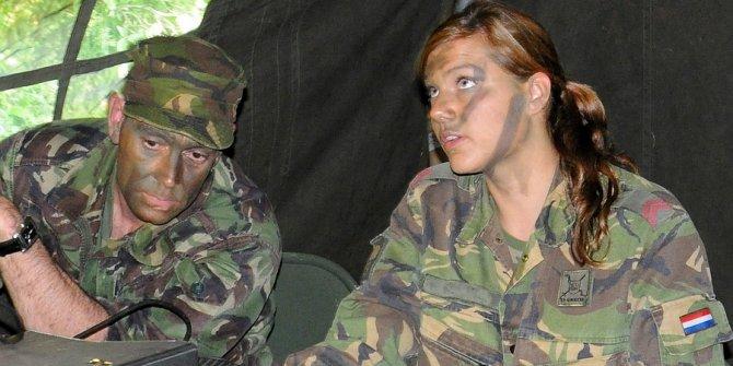 Cinsiyet eşitliği var dediler Hollandalı kadınları askere çağırdılar... Prensese kışla yolu gözüktü