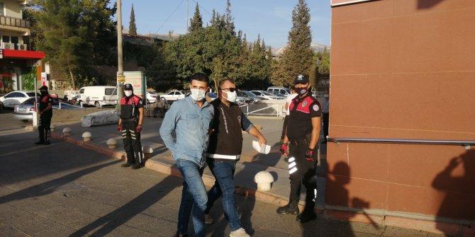 Kahramanmaraş'ta gasptan tutuklanan zanlı gazetecilere'Bizimkisi bir aşk hikayesi' diye bağırdı