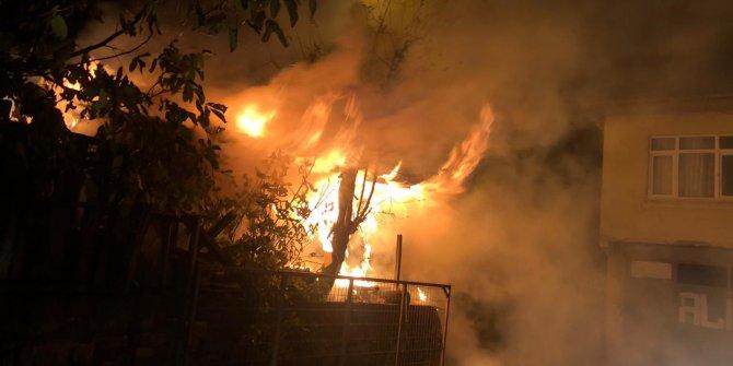 Kocaeli'nde odunlukta çıkan yangının evlere sıçramasını vatandaşlar önlendi
