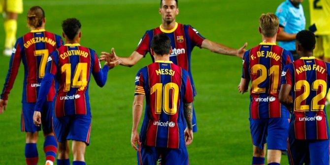 Futbolcuların maaşlarını düşürmek istiyordu. Barcelona 4 futbolcunun sözleşmesini uzattı
