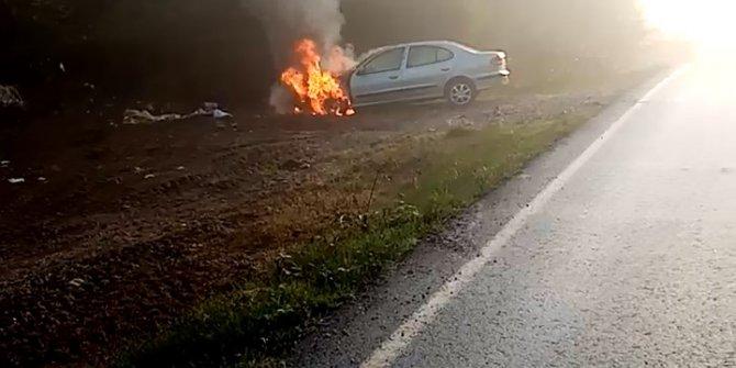 Mantar toplamaya gittiği otomobili, park halindeyken yandı