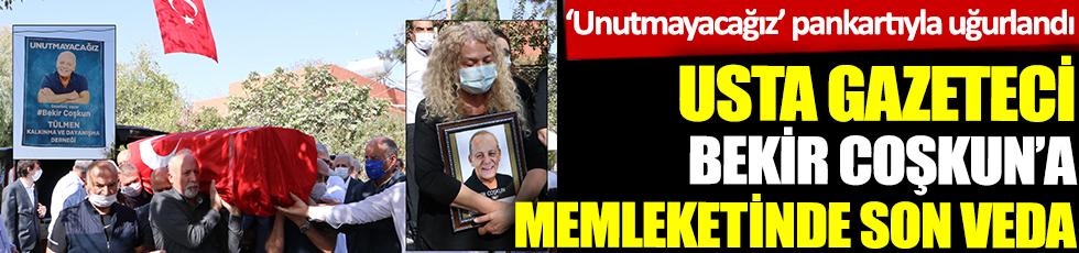 Usta gazeteci Bekir Coşkun'a veda. Eşi fotoğrafını elinden bırakmadı, unutmayacağız pankartı dikkat çekti